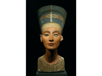 African Artifacts - The bust of Nerfertiti