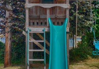 7 Reasons To Build a Playhouse For Your Kids