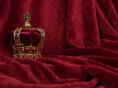Do not disrespect the royal family in Dubai