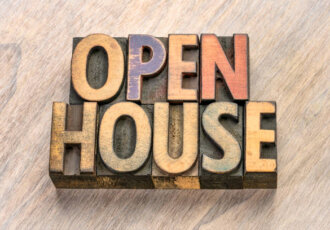 Eazy Tips: The Pros & Cons Of An Open House In Real Estate