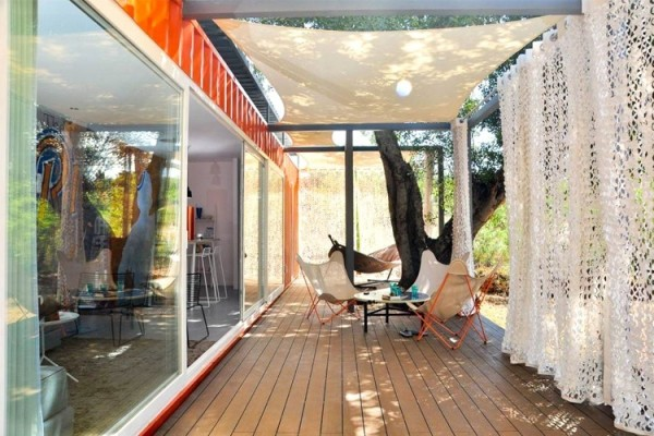 MRTN Architects Designed This Container House To Be A Vacation Home That  Takes Advantage Of The Outdoors. Almost Entirely Off The Grid, The Roof Is  Designed ...